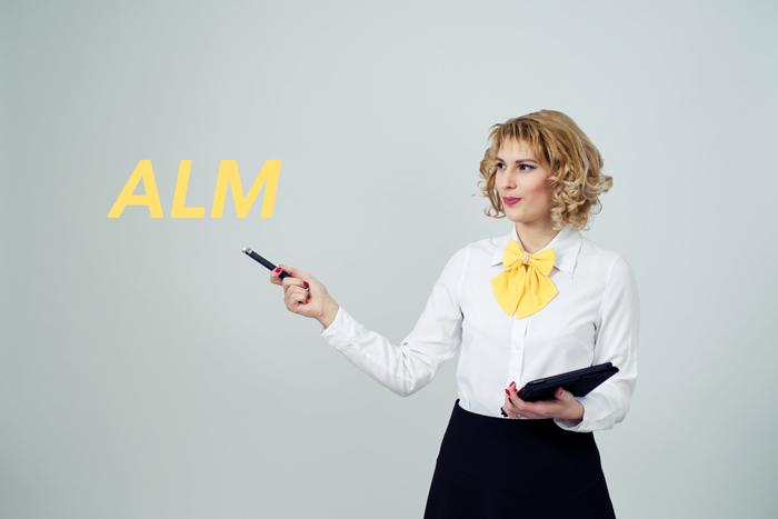 O zaletach i wadach metody audiolingwalnej